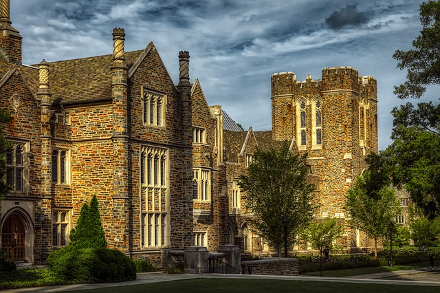 米大学不正入学ニュース、米国名門校合格判定担当官の娘の見解。